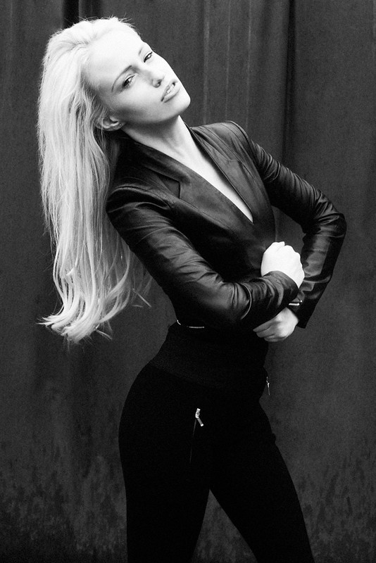 Sonia Gleis model (modèle). Photoshoot of model Sonia Gleis demonstrating Fashion Modeling.Fashion Modeling Photo #160196