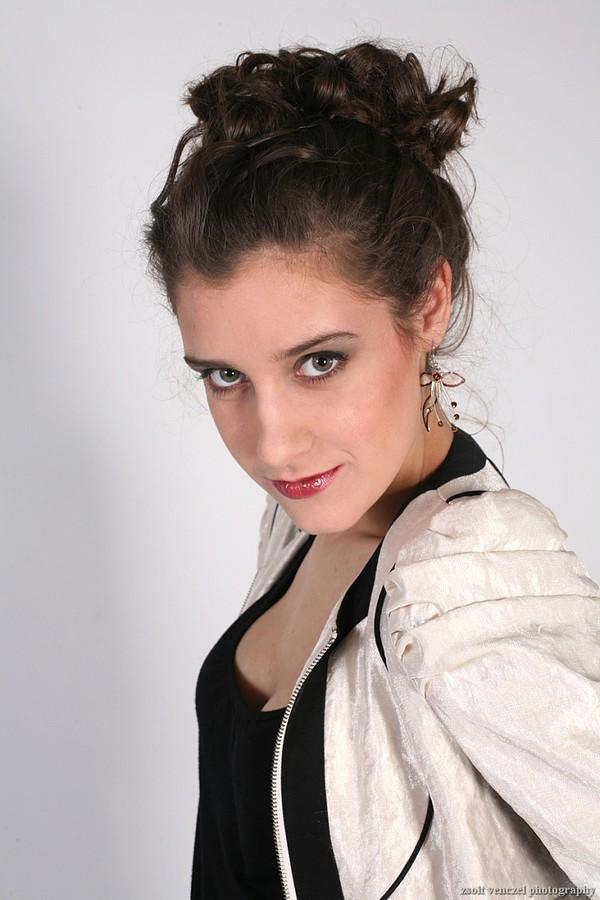 Sophie Veni model. Photoshoot of model Sophie Veni demonstrating Face Modeling.Face Modeling Photo #75725