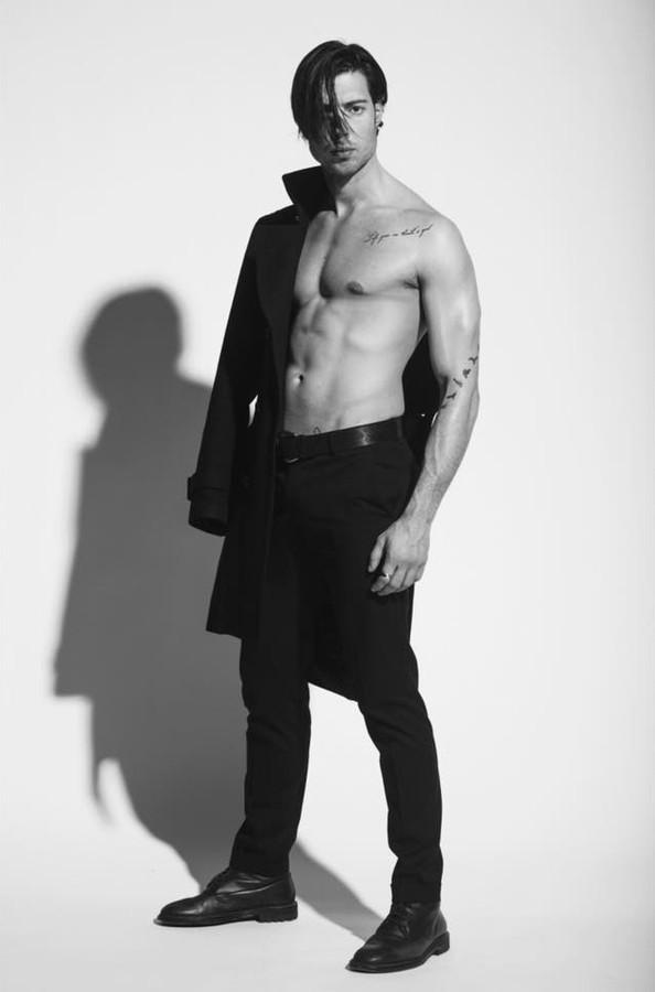 Spyros Papakonstantinou model (μοντέλο). Photoshoot of model Spyros Papakonstantinou demonstrating Fashion Modeling.Fashion Modeling Photo #178792