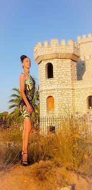 Η Στέλλα κουκουδακη είναι ερασιτέχνης μοντέλο με βάση την Κρήτη. Η Στέλλα είναι πρώην αθλήτρια στίβου ενώ παράλληλα ασχολείται με τουριστικέ