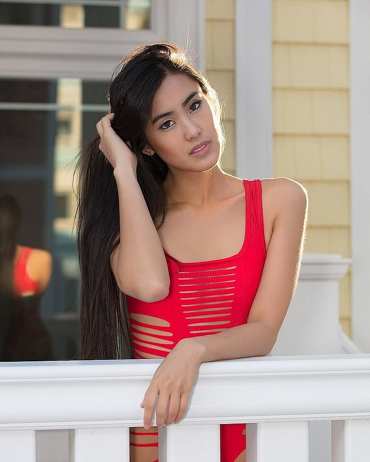 Stephanie Pham model actress. Photoshoot of model Stephanie Pham demonstrating Face Modeling.Face Modeling Photo #186686
