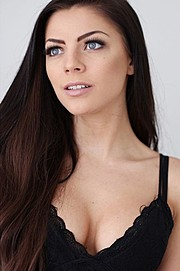 Stina Bakken model (modell). Photoshoot of model Stina Bakken demonstrating Face Modeling.Face Modeling Photo #167773