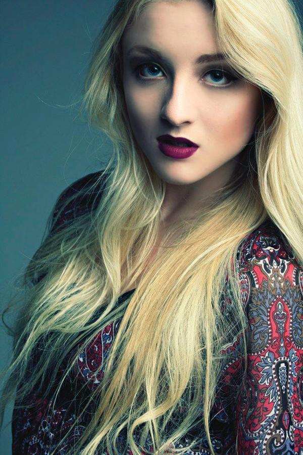 Suki Sachs model. Photoshoot of model Suki Sachs demonstrating Face Modeling.Face Modeling Photo #105119