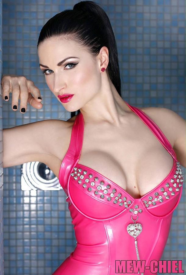 Susanna Andersen model. Photoshoot of model Susanna Andersen demonstrating Face Modeling.Face Modeling Photo #98500