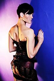 Suzanne Chamberlain model. Photoshoot of model Suzanne Chamberlain demonstrating Body Modeling.Body Modeling Photo #71861