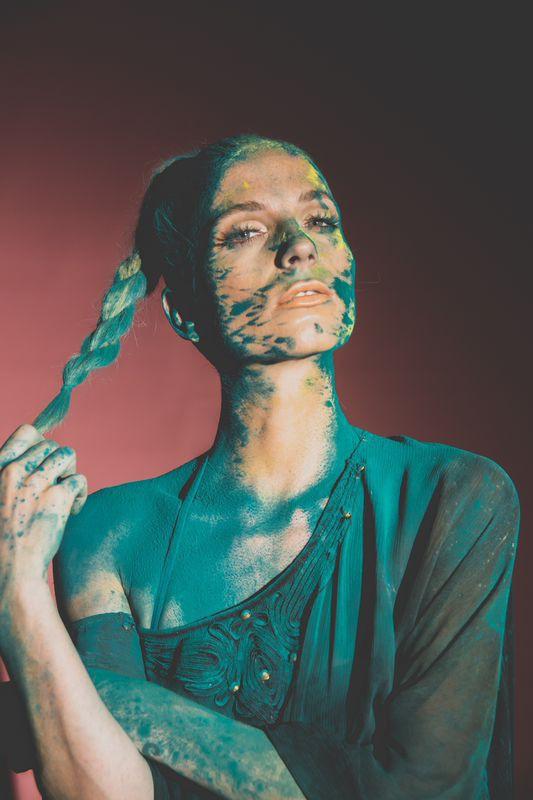 Tara Grace Elizabeth model. Photoshoot of model Tara Grace Elizabeth demonstrating Face Modeling.Face Modeling Photo #117849