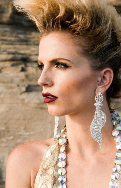 Tara Grace Elizabeth model. Photoshoot of model Tara Grace Elizabeth demonstrating Face Modeling.Face Modeling Photo #117879