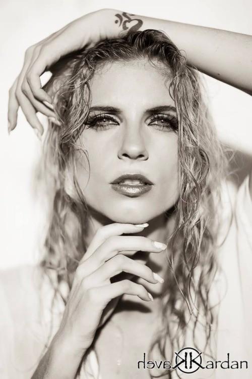 Tara Grace Elizabeth model. Photoshoot of model Tara Grace Elizabeth demonstrating Face Modeling.Face Modeling Photo #117880