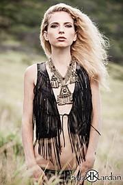 Tara Grace Elizabeth model. Photoshoot of model Tara Grace Elizabeth demonstrating Face Modeling.NecklaceFace Modeling Photo #117881