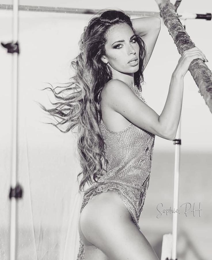 Tatiana Bernardi model (modella). Photoshoot of model Tatiana Bernardi demonstrating Body Modeling.Body Modeling Photo #228917