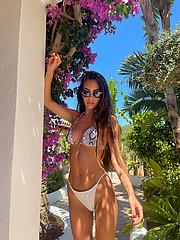 Tatiana Bernardi model (modella). Photoshoot of model Tatiana Bernardi demonstrating Body Modeling.Body Modeling Photo #232789