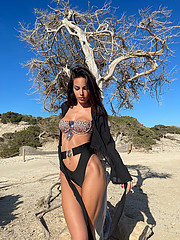 Tatiana Bernardi model (modella). Photoshoot of model Tatiana Bernardi demonstrating Body Modeling.Body Modeling Photo #232790