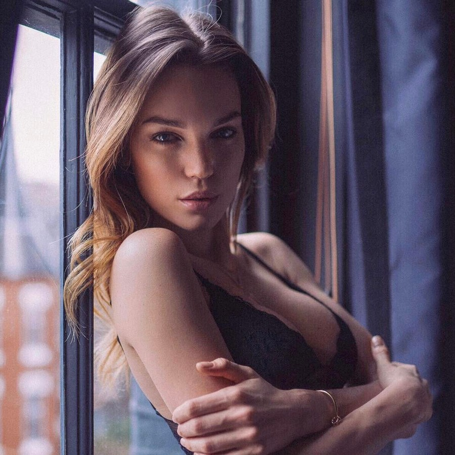 Therese Fischer model. Photoshoot of model Therese Fischer demonstrating Face Modeling.Face Modeling Photo #182608