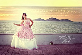 Tino Medina is a professional photographer based in Mazatlan. His work includes wedding, family as well as children's and maternity photogra