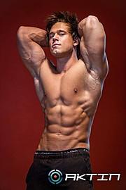 Tomas Klic (Tomáš Klíč) fitness model. Photoshoot of model Tomas Klic demonstrating Body Modeling.Body Modeling Photo #92710