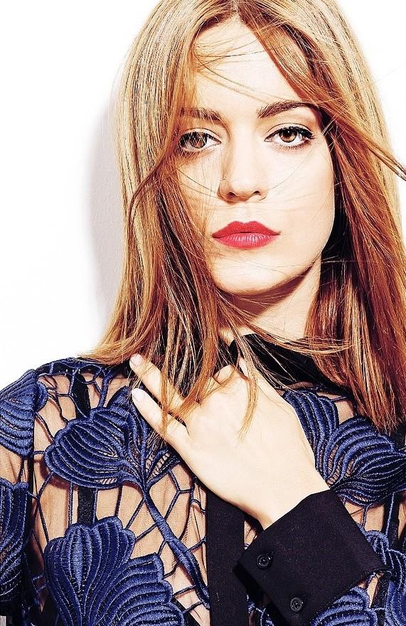 Traiana Anania model & actress. Photoshoot of model Traiana Anania demonstrating Face Modeling.Face Modeling Photo #177806