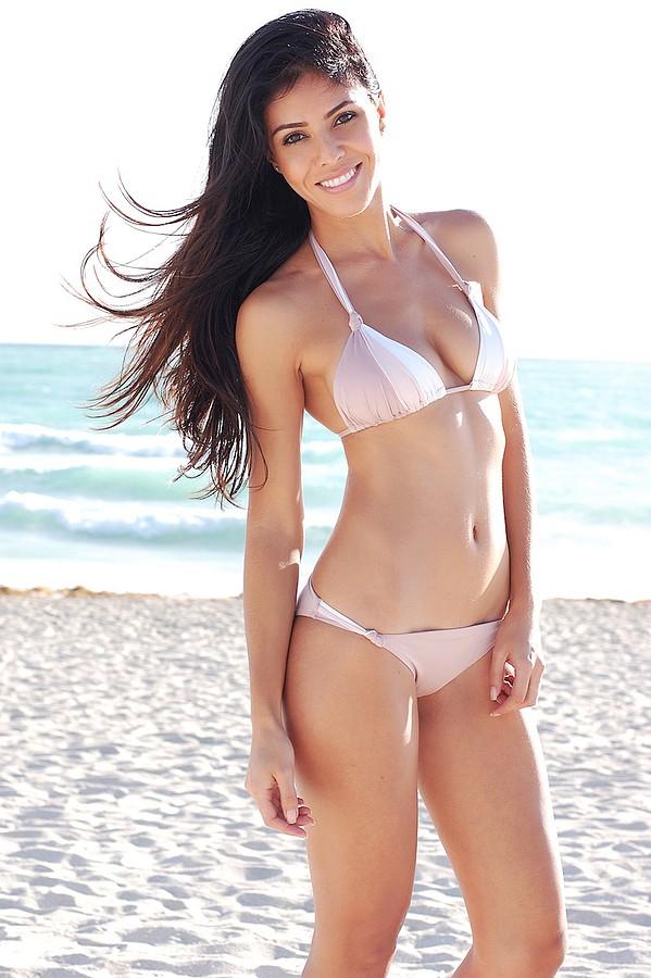 Tugba Erca model. Photoshoot of model Tugba Erca demonstrating Body Modeling.Body Modeling Photo #113142