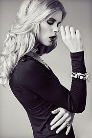 Tuva Heger model (modell). Photoshoot of model Tuva Heger demonstrating Face Modeling.Face Modeling Photo #93109