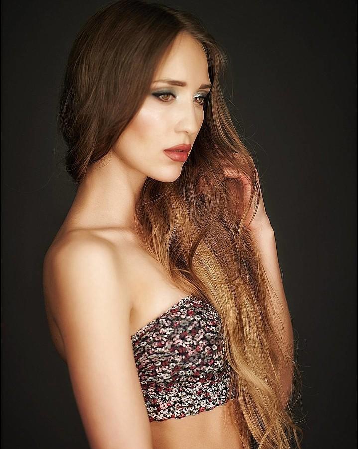 Valeria Kuzina model. Photoshoot of model Valeria Kuzina demonstrating Face Modeling.Face Modeling Photo #198958