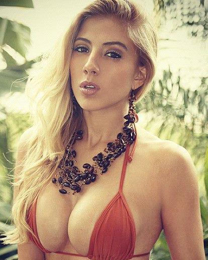 Valeria Orsini model. Photoshoot of model Valeria Orsini demonstrating Face Modeling.Face Modeling Photo #103596