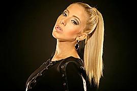 Valeria Orsini model. Photoshoot of model Valeria Orsini demonstrating Face Modeling.Face Modeling Photo #103600