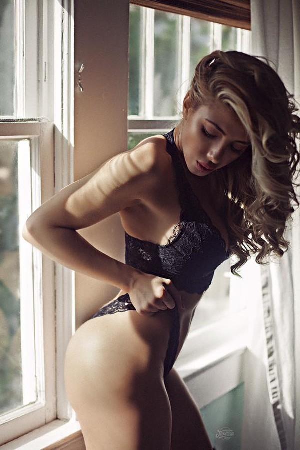 Valeria Orsini model. Photoshoot of model Valeria Orsini demonstrating Body Modeling.Body Modeling Photo #167678