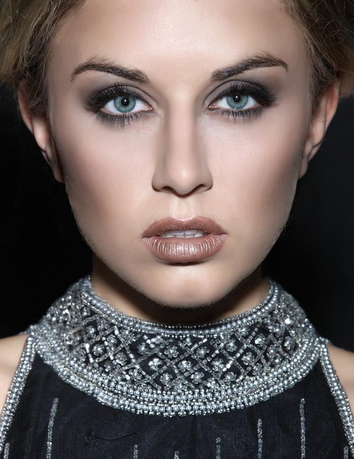 Vanessa G Williams model. Photoshoot of model Vanessa G Williams demonstrating Face Modeling.Face Modeling Photo #113470