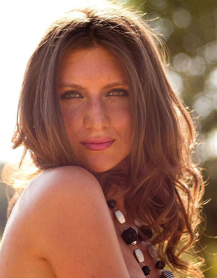 Veronica Lorini model (modella). Photoshoot of model Veronica Lorini demonstrating Face Modeling.Face Modeling Photo #160144