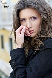 Veronica Lorini model (modella). Photoshoot of model Veronica Lorini demonstrating Face Modeling.Face Modeling Photo #160146