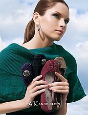 Viktorija Bowers makeup artist. Work by makeup artist Viktorija Bowers demonstrating Fashion Makeup.Fashion Makeup Photo #78959