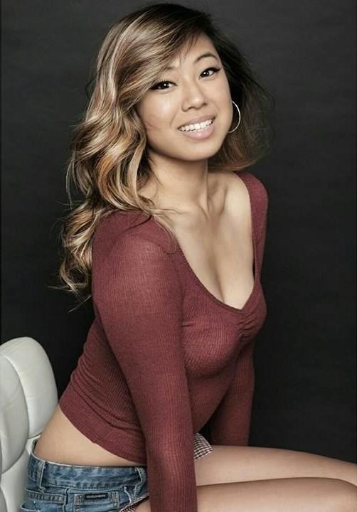 Whitney Chase model. Photoshoot of model Whitney Chase demonstrating Face Modeling.Face Modeling Photo #172277