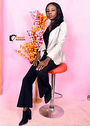Williams Janet A. is a talented, beautiful model for Fashion, Print, Glamour modelling. She is highly intellectual in the field, who are cap
