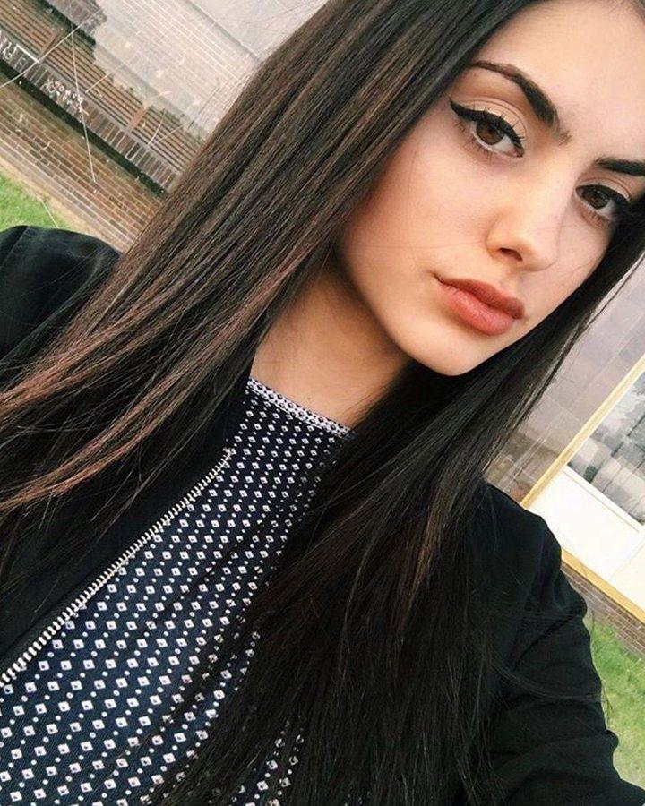Xara Stergiou model (μοντέλο). Photoshoot of model Xara Stergiou demonstrating Face Modeling.Face Modeling Photo #223819