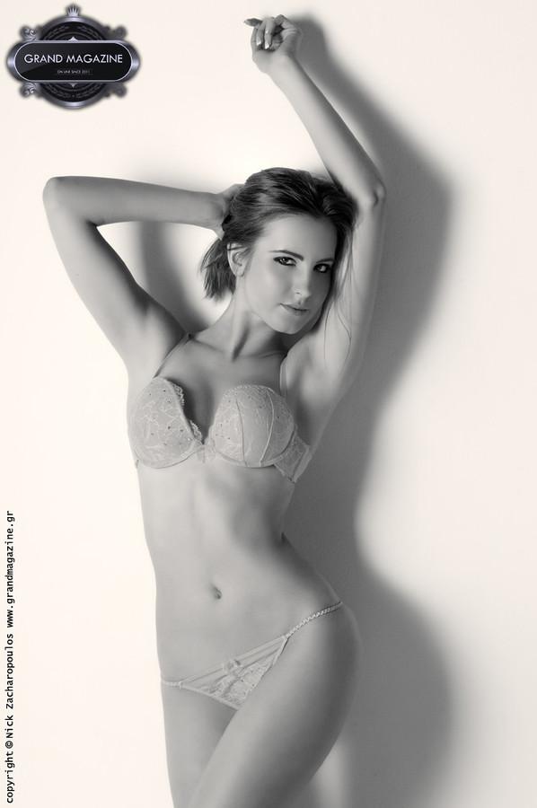 Xenia Davanelou model (Ξένια Δαβανέλου μοντέλο). Xenia Davanelou demonstrating Body Modeling, in a photoshoot by Nick Zacharopoulos.Location: Alfa Zita StudiosBody Modeling Photo #155248