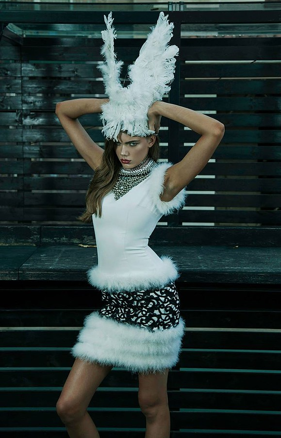 "Yiannis Kasimis makeup artist (μακιγιέρ). Work by makeup artist Yiannis Kasimis demonstrating Fashion Makeup in a photoshoot of Magda Slodczyk.==""Tribal Evolution"" print issue Livid magazine==styling Katja Kat and Gkiokan Karad model Magda Slodczyk"