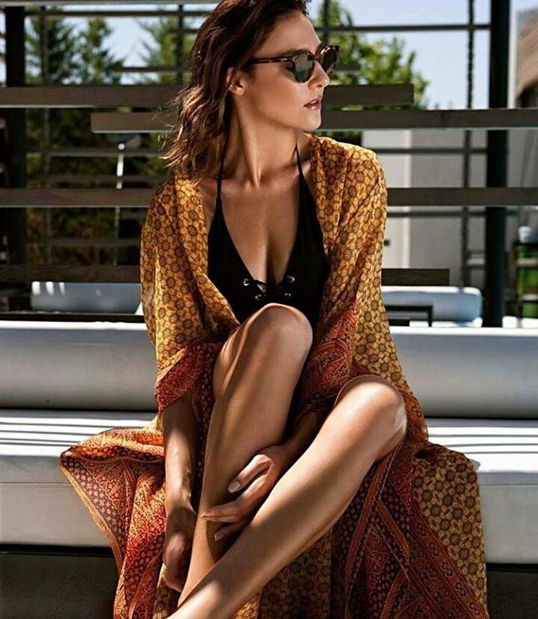 Yulia Agafonova model (μοντέλο). Yulia Agafonova demonstrating Fashion Modeling, in a photoshoot by Aris Rammos.photographer: Aris RammosFashion Modeling Photo #203607