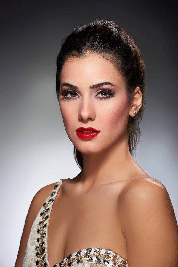 Zayneb Azzam model. Photoshoot of model Zayneb Azzam demonstrating Face Modeling.Face Modeling Photo #157430