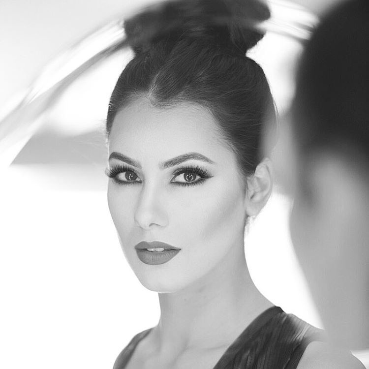 Zayneb Azzam model. Photoshoot of model Zayneb Azzam demonstrating Face Modeling.Face Modeling Photo #174429