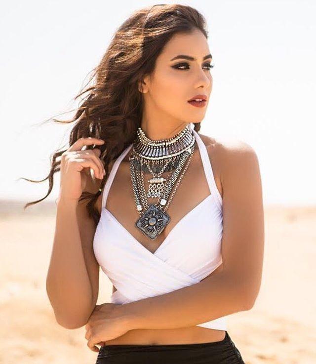 Zayneb Azzam model. Photoshoot of model Zayneb Azzam demonstrating Face Modeling.designer: LAILA WAHBANecklaceFace Modeling Photo #174431