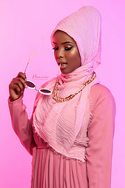 Zeynab Shariff is a professional self-taught makeup artist in Nairobi, Kenya. Zeynab is practicing makeup artistry since 2014. She is also a
